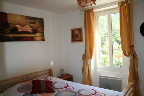 Les Mains de Lutins : Bed and Breakfast near Montclus
