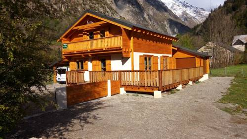 Chalet Route du Grand Pre : Guest accommodation near Saint-Christophe-en-Oisans