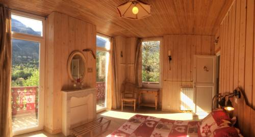 La Maison Du Petit Bois : Bed and Breakfast near Venanson