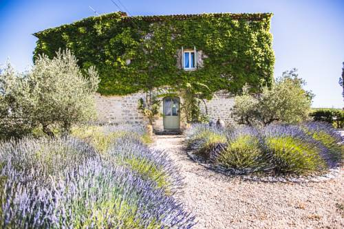 La Flor Azul : Bed and Breakfast near Grospierres
