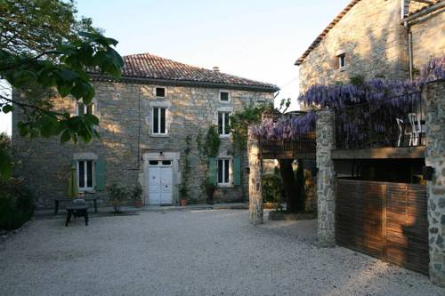 Holiday home Place des Teyssiers : Guest accommodation near Grospierres