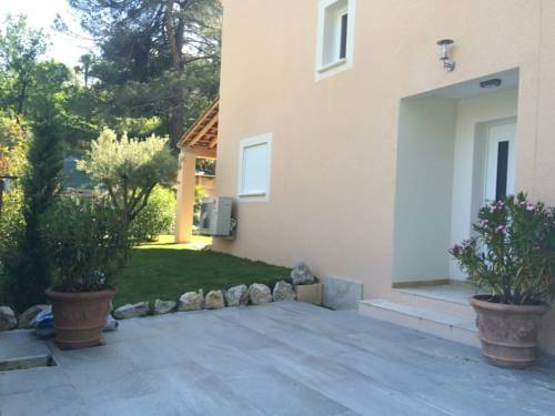 Le gîte provençal : Guest accommodation near Pierrevert