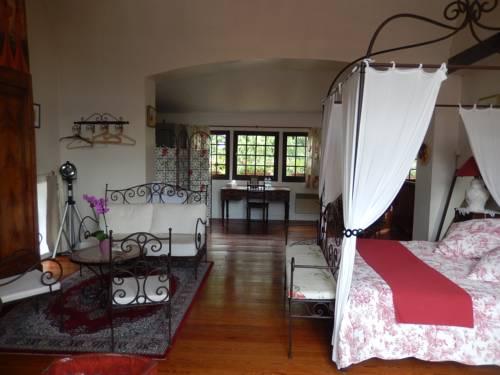 Moulin des Chennevières : Bed and Breakfast near Limetz-Villez