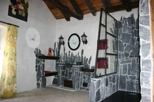 La Moitié-Moitié : Guest accommodation near Malbosc