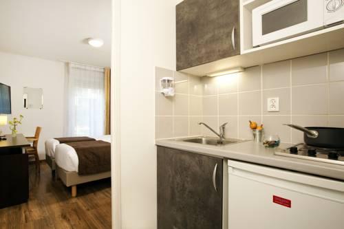 Séjours & Affaires Caen Le Clos Beaumois : Guest accommodation near Caen