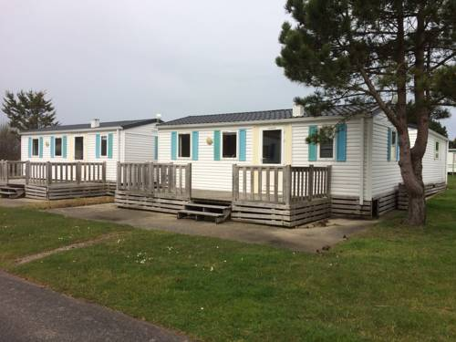 Camping Les Dunes Urville : Guest accommodation near Acqueville