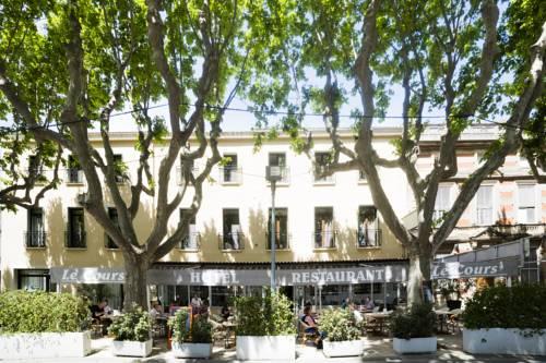 Logis Le Cours : Hotel near Saint-Gilles