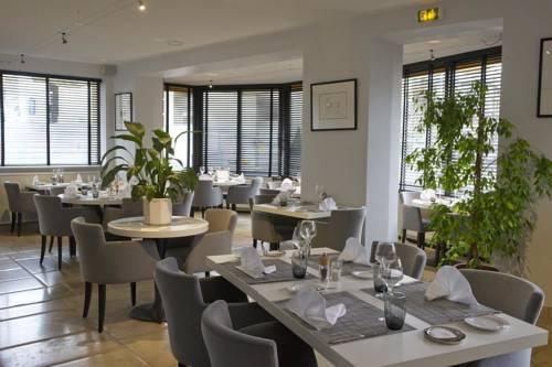 Hôtel Restaurant Des Remparts : Hotel near Champagne-Ardenne
