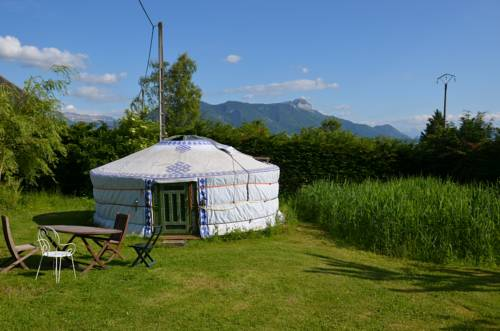 Yourte de l'Oree des Bornes : Guest accommodation near Reignier-Esery