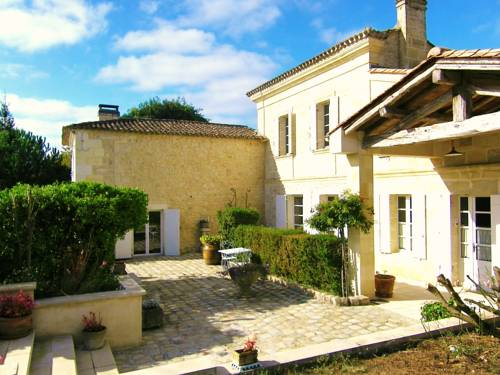 La Closerie de Fronsac : Bed and Breakfast near Saint-Romain-la-Virvée