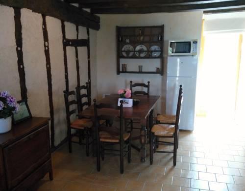 La Source : Guest accommodation near Bauné