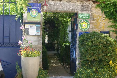 Les Mesanges : Bed and Breakfast near Bouilland