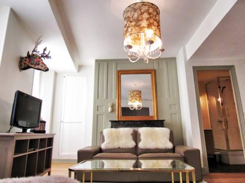 charmante suite medievale : Hotel near Indre-et-Loire