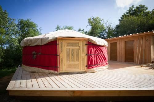 La Yourte de l'Abeille Noire : Guest accommodation near Bangor