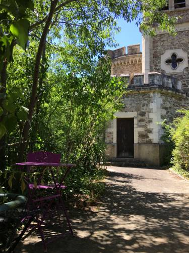 Chateau de Rochetaillee : Guest accommodation near Eclassan