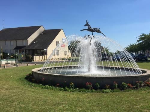 Hôtel Le Dauphin : Hotel near Vienne-en-Val