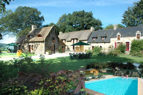 Les Chaumières de Kerhouiden : Bed and Breakfast near Baud