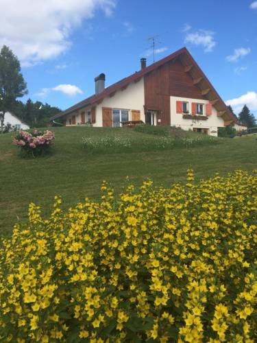 Au Charnet : Bed and Breakfast near Montperreux