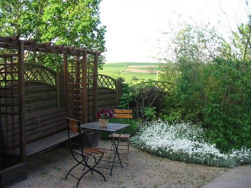 Maison d'Hôtes L'Escale Du Loup Blanc : Bed and Breakfast near Civens