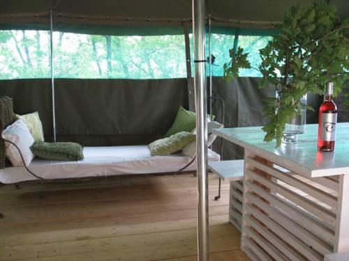La Parenthèse-Camping Les Ormes : Guest accommodation near Saint-Étienne-de-Villeréal