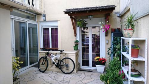 Chez Sonia et Jonas : Guest accommodation near Bourg-la-Reine