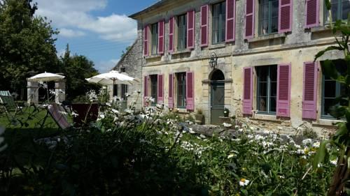 Le Presbytere de Champcerie : Guest accommodation near Ri