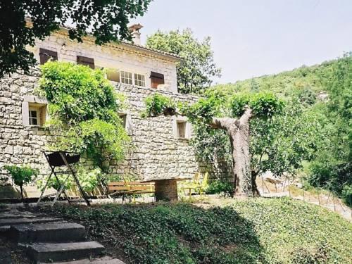 Maison indepentante - Montclus : Guest accommodation near Orgnac-l'Aven