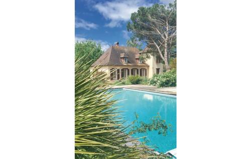 Four-Bedroom Holiday Home in St. Laurent des Vignes : Guest accommodation near Prigonrieux