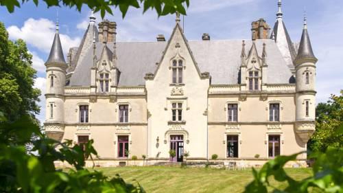 Chateau de Montreuil sur Loir : Bed and Breakfast near Baracé