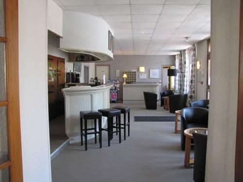 Logis Hotel Le Cerf : Hotel near Ouzouer-sur-Trézée