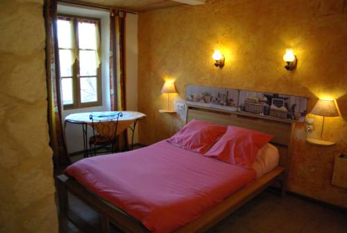 La Maison des hôtes : Bed and Breakfast near Authon