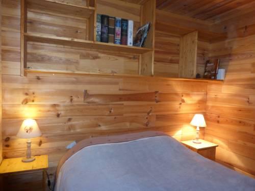 Chalet Cheval De Bois : Guest accommodation near Saint-Pons