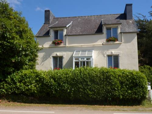 Riverside Bed and Breakfast : Bed and Breakfast near La Feuillée
