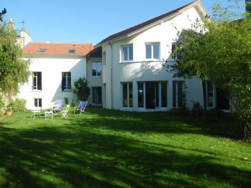 Chambre d'hôtes Villa du Hameau de la Reine : Bed and Breakfast near La Celle-Saint-Cloud