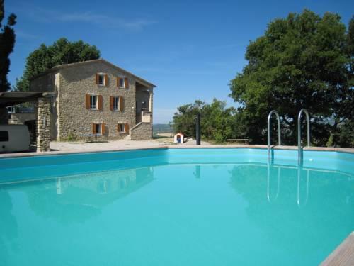 La grange blanche : Guest accommodation near Saint-Maime