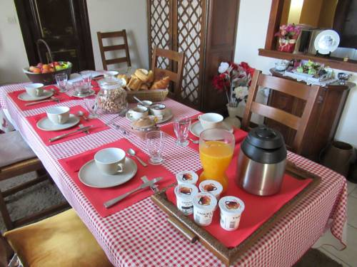 La Maison de Printemps : Bed and Breakfast near Autheuil