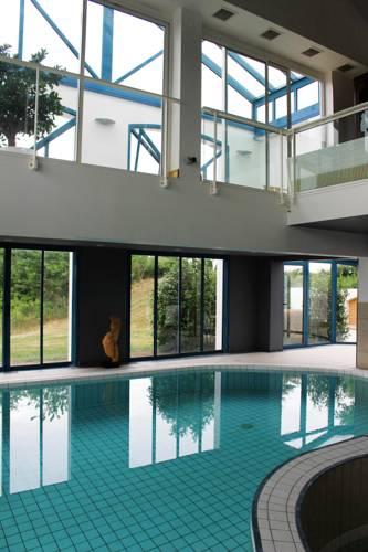 hotel cholet hotels near cholet 49280 or 49300 france. Black Bedroom Furniture Sets. Home Design Ideas
