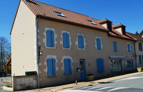 Gite De Lalizolle : Guest accommodation near Naves