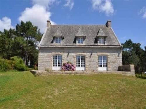 House Le menhir vue mer : Guest accommodation near Crozon