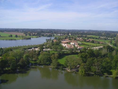 Pescalis Résidence Les Maisons du Lac : Guest accommodation near Largeasse