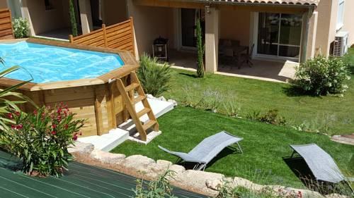 Le gîte provençal : Guest accommodation near Sainte-Tulle