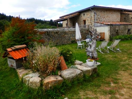 Gîtes dans maisons en pierre : Guest accommodation near Saint-Jean-Chambre