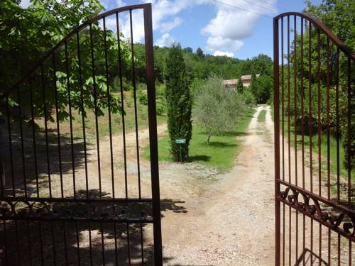 Pigeonnier des Banons : Bed and Breakfast near Saint-Julien-d'Asse