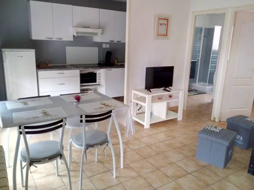 Caroline : Apartment near Bolozon