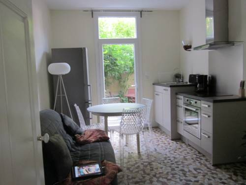 Cote jardin et l'Escapade : Apartment near Seuillet