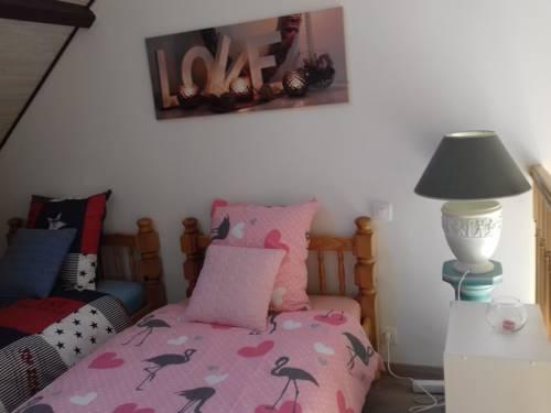 Chambres d'Hotes Elvire et Laurent Barbey : Bed and Breakfast near Audouville-la-Hubert