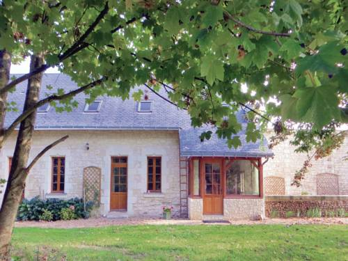 Holiday home Neuillé with a Fireplace 441 : Guest accommodation near Cuon