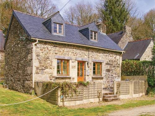 One-Bedroom Holiday Home in Trebrivan : Guest accommodation near Carhaix-Plouguer