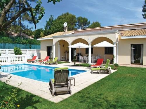 Four-Bedroom Holiday home Roquefort les Pins 0 01 : Guest accommodation near Roquefort-les-Pins