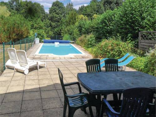 Four-Bedroom Holiday Home in Puihardy : Guest accommodation near La Chapelle-Thireuil